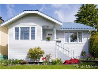 Photo 1: 982 Darwin Ave in VICTORIA: SE Quadra Single Family Detached for sale (Saanich East)  : MLS®# 571046