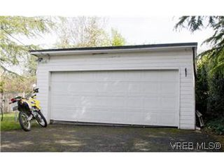 Photo 13: 982 Darwin Ave in VICTORIA: SE Quadra Single Family Detached for sale (Saanich East)  : MLS®# 571046