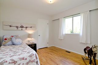 Photo 10: 3296 INSTITUTE ROAD in North Vancouver: Lynn Valley House for sale : MLS®# R2060124