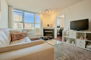 Photo 2: 1485 West 6th Ave in Vancouver: Condo for sale