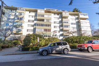 "Main Photo: 301 1425 ESQUIMALT Avenue in West Vancouver: Ambleside Condo for sale in ""OCEANBROOK"" : MLS®# R2435961"