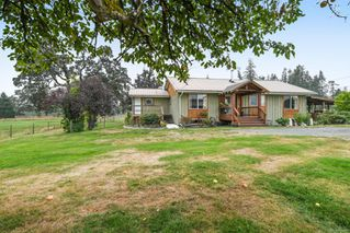 Photo 1: 5308&5318 Headquarters Rd in : CV Courtenay North House for sale (Comox Valley)  : MLS®# 856915