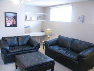 Photo 10: Elegant 4 Bedroom 4-Level Split