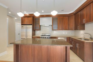 """Photo 6: 206 6688 ROYAL Avenue in West Vancouver: Horseshoe Bay WV Condo for sale in """"Galleries on the Bay"""" : MLS®# R2410862"""