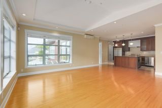 "Photo 10: 206 6688 ROYAL Avenue in West Vancouver: Horseshoe Bay WV Condo for sale in ""Galleries on the Bay"" : MLS®# R2410862"