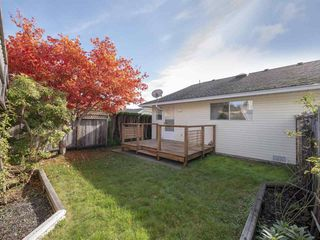 "Photo 3: 22 767 NORTH Road in Gibsons: Gibsons & Area Townhouse for sale in ""NORTH OAKS"" (Sunshine Coast)  : MLS®# R2415333"
