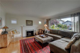 Photo 2: 121 Howe St in Victoria: Vi Fairfield West Single Family Detached for sale : MLS®# 842212
