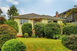 Photo 1: 121 Howe St in Victoria: Vi Fairfield West Single Family Detached for sale : MLS®# 842212