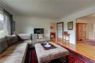 Photo 3: 121 Howe St in Victoria: Vi Fairfield West Single Family Detached for sale : MLS®# 842212