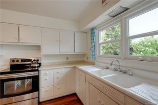 Photo 8: 121 Howe St in Victoria: Vi Fairfield West Single Family Detached for sale : MLS®# 842212