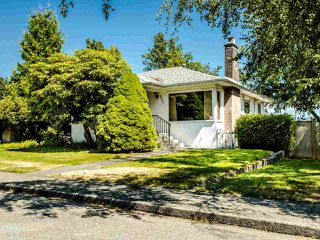 Main Photo: 921 CHILLIWACK Street in New Westminster: The Heights NW House for sale : MLS®# R2484114
