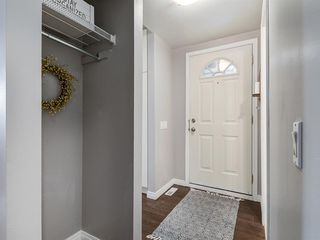 Photo 2: 16 5315 53 Avenue NW in Calgary: Varsity Row/Townhouse for sale : MLS®# A1041162