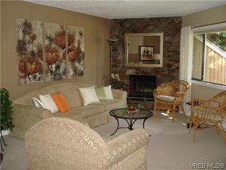Photo 3: 4 4041 Saanich Rd in VICTORIA: SE High Quadra Row/Townhouse for sale (Saanich East)  : MLS®# 618278