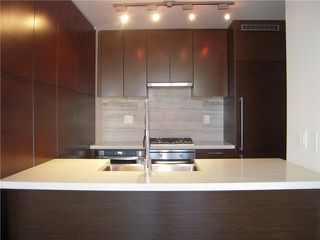 Photo 3: # 704 535 SMITHE ST in Vancouver: Downtown VW Condo for sale (Vancouver West)  : MLS®# V1116512