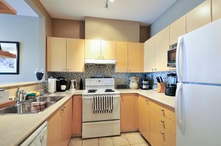 Photo 8: 305 580 TWELFTH STREET in New Westminster: Uptown NW Condo for sale : MLS®# R2062585