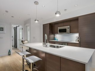 Photo 2: 2247 HEATHER STREET in Vancouver: Fairview VW Condo for sale (Vancouver West)  : MLS®# R2077663