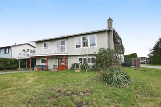 Photo 1: 17516 63RD AVENUE in Surrey: Cloverdale BC House for sale (Cloverdale)  : MLS®# R2148933