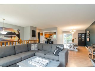 Photo 5: 3826 BALSAM Crescent in Abbotsford: Central Abbotsford House for sale : MLS®# R2407046