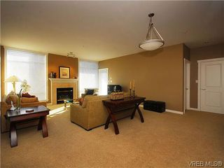 Photo 2: 206 330 Waterfront Cres in VICTORIA: Vi Rock Bay Condo Apartment for sale (Victoria)  : MLS®# 628331