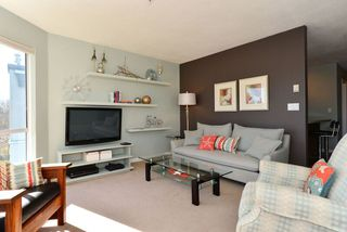Photo 4: 401 15941 Marine Drive: White Rock Condo for sale (South Surrey White Rock)  : MLS®# R2048515