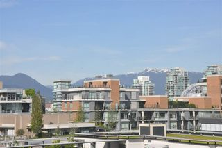 Photo 3: 709 1708 COLUMBIA STREET in Vancouver: False Creek Condo for sale (Vancouver West)  : MLS®# R2059228