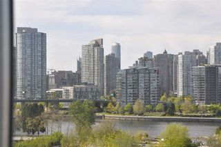 Photo 2: 709 1708 COLUMBIA STREET in Vancouver: False Creek Condo for sale (Vancouver West)  : MLS®# R2059228