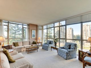 Photo 3: 903 6888 STATION HILL DRIVE in Burnaby: South Slope Condo for sale (Burnaby South)  : MLS®# R2336364