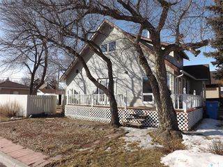 Photo 2: 802 Henry Street in Estevan: Residential for sale : MLS®# SK803393