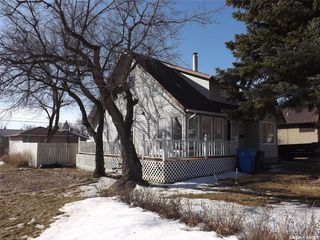 Photo 1: 802 Henry Street in Estevan: Residential for sale : MLS®# SK803393
