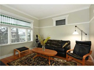 """Photo 2: 242 E 23RD Avenue in Vancouver: Main House for sale in """"MAIN"""" (Vancouver East)  : MLS®# V996039"""
