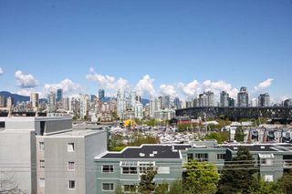 Photo 2: 402 1630 W.1st Avenue in The Galleria: False Creek Home for sale ()