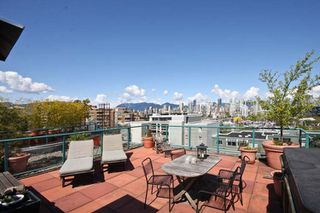 Photo 1: 402 1630 W.1st Avenue in The Galleria: False Creek Home for sale ()