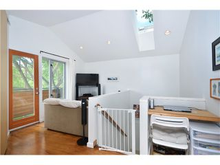 Photo 10: 1085 E 15TH AV in Vancouver: Mount Pleasant VE House for sale (Vancouver East)  : MLS®# V1012064