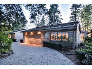 Photo 1: 2599 CRESCENT DR in Surrey: Crescent Bch Ocean Pk. House for sale (South Surrey White Rock)  : MLS®# F1409827