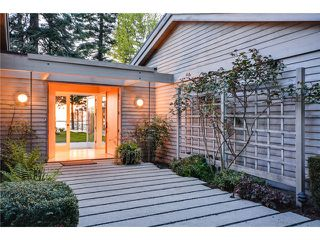 Photo 3: 2599 CRESCENT DR in Surrey: Crescent Bch Ocean Pk. House for sale (South Surrey White Rock)  : MLS®# F1409827