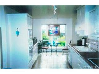 Photo 8: 203 940 Boulderwood Rise in VICTORIA: SE Broadmead Condo for sale (Saanich East)  : MLS®# 292160