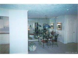 Photo 4: 203 940 Boulderwood Rise in VICTORIA: SE Broadmead Condo Apartment for sale (Saanich East)  : MLS®# 292160