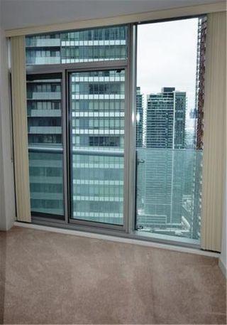 Photo 11: 14 York St Unit #4003 in Toronto: Waterfront Communities C1 Condo for sale (Toronto C01)  : MLS®# C3706392