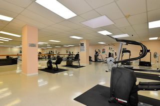 Photo 15: 403 15340 19A Avenue in Surrey: King George Corridor Condo for sale (South Surrey White Rock)  : MLS®# R2353532