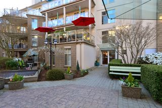 Photo 22: 403 15340 19A Avenue in Surrey: King George Corridor Condo for sale (South Surrey White Rock)  : MLS®# R2353532