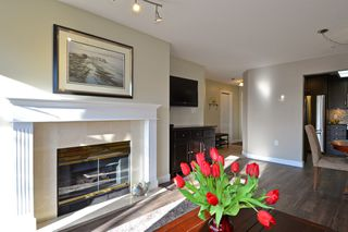Photo 4: 403 15340 19A Avenue in Surrey: King George Corridor Condo for sale (South Surrey White Rock)  : MLS®# R2353532
