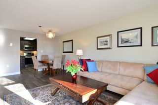 Photo 3: 403 15340 19A Avenue in Surrey: King George Corridor Condo for sale (South Surrey White Rock)  : MLS®# R2353532