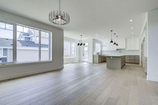 Photo 5: 8927 20 Avenue in Edmonton: Zone 53 House for sale : MLS®# E4203196