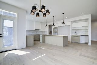 Photo 2: 8927 20 Avenue in Edmonton: Zone 53 House for sale : MLS®# E4203196