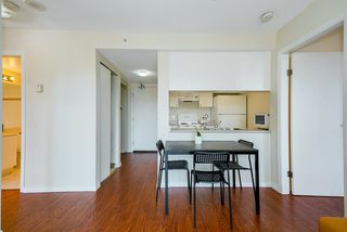 Photo 3: 2001 1188 HOWE Street in Vancouver: Downtown VW Condo for sale (Vancouver West)  : MLS®# R2493412