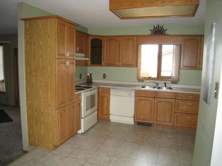 Photo 3: 150 Hawthorne Avenue East in DAUPHIN: Manitoba Other Residential for sale : MLS®# 1204431