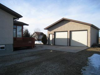 Photo 2: 150 Hawthorne Avenue East in DAUPHIN: Manitoba Other Residential for sale : MLS®# 1204431