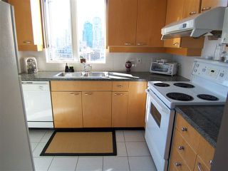 """Photo 9: # 1601 1201 MARINASIDE CR in Vancouver: Yaletown Condo for sale in """"THE PENINSULA"""" (Vancouver West)  : MLS®# V939947"""