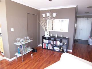 """Photo 1: # 1601 1201 MARINASIDE CR in Vancouver: Yaletown Condo for sale in """"THE PENINSULA"""" (Vancouver West)  : MLS®# V939947"""