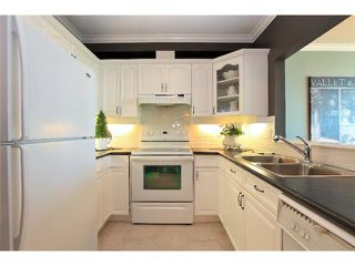 Photo 8: 403 140 E 14TH Street in North Vancouver: Central Lonsdale Condo for sale : MLS®# V1006221
